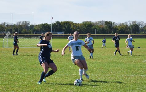 Women's Soccer Team wins, strengthens playoff push