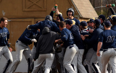 Taylor hits walk-off bomb in 10th for 4-3 victory